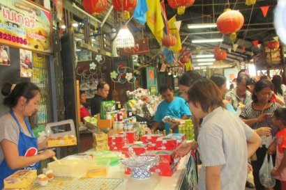 Back to the Past Tour - Khlong Suan markt